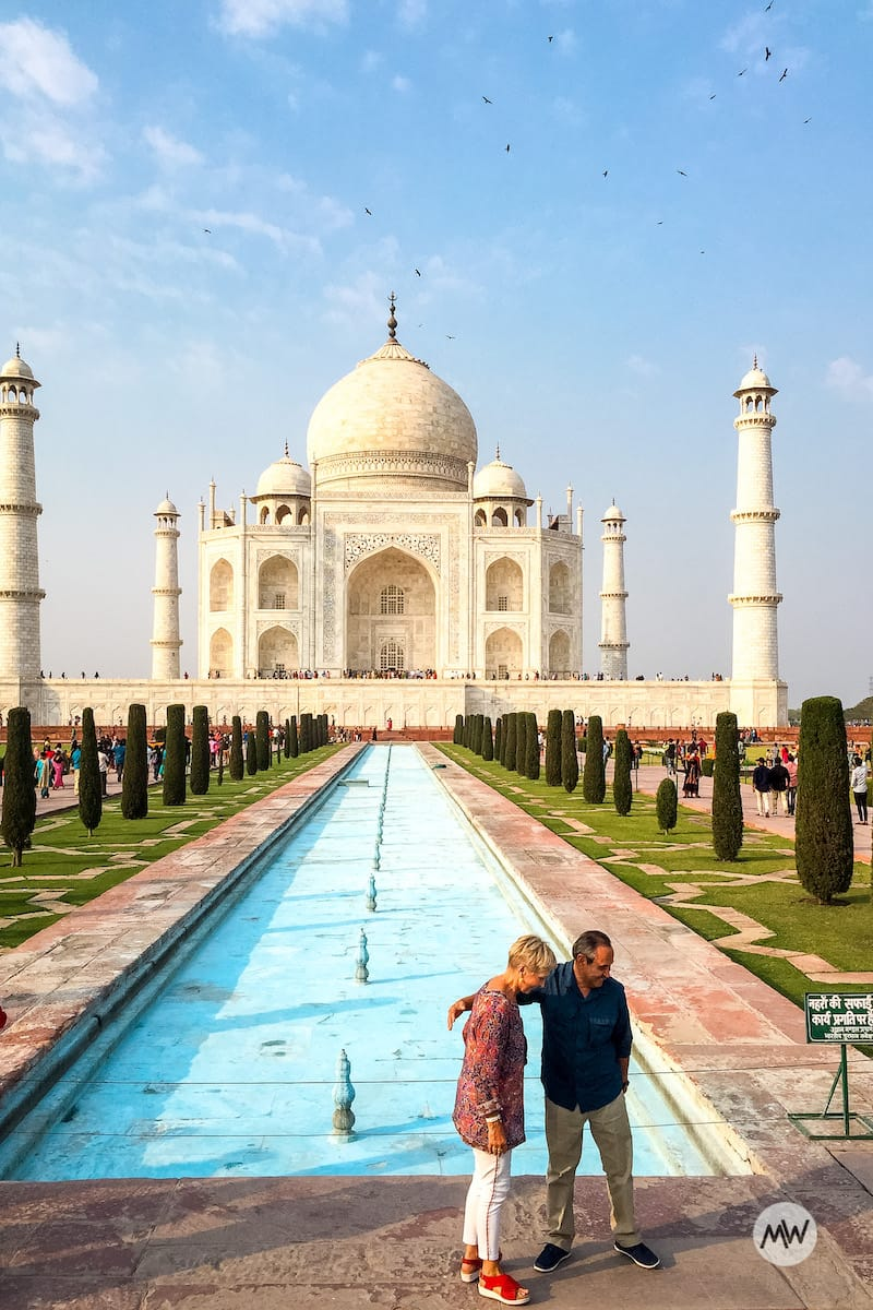 Old Couple Standing in front of the taj mahal virtual tour