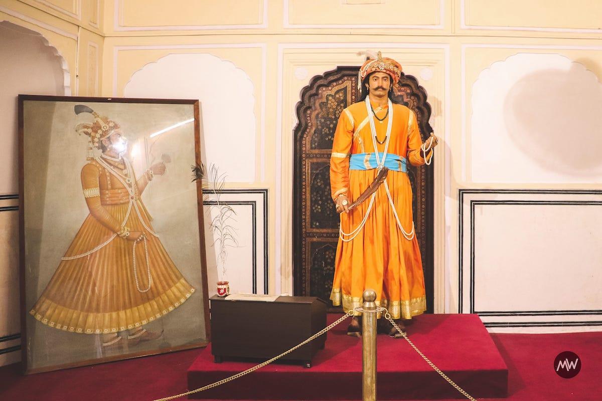 6 Maharaj Sawai Pratap Singh statue Hawa Mahal Breeze Place  Wind Palace virtual tour