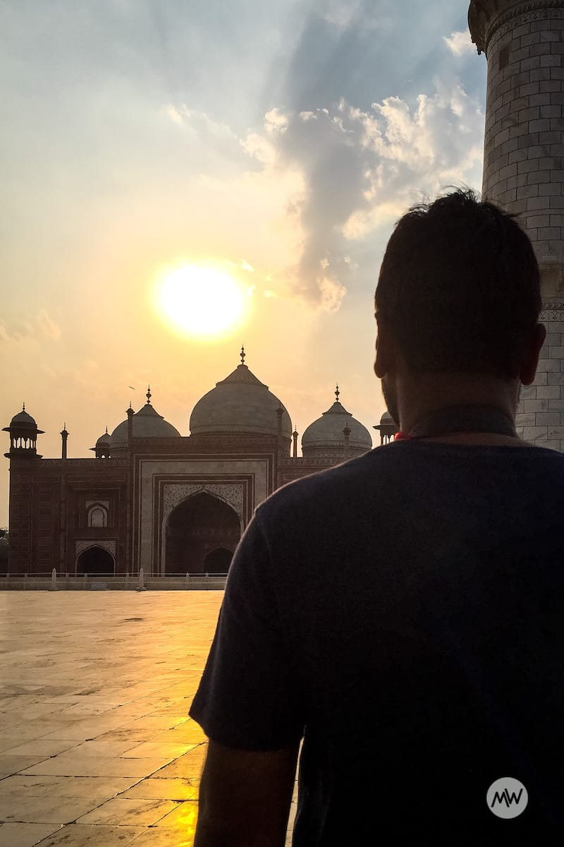 Looking the setting sun from the taj mahal virtual tour