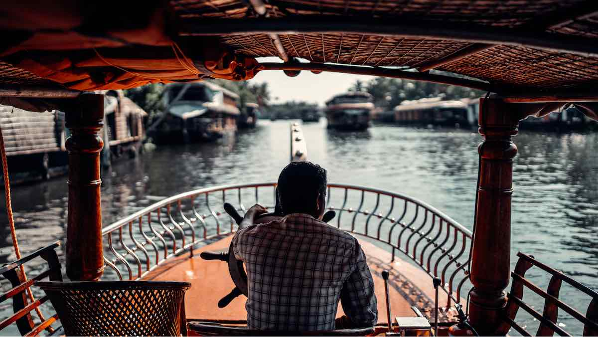 Marrying in a waterboat in backwaters of Kerala could be one of your best decision - Wedding Destinations in India