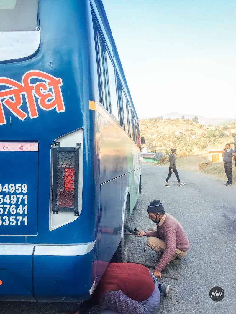 Our bus tire failed on the way to Garur/Baijnath in Himalayas